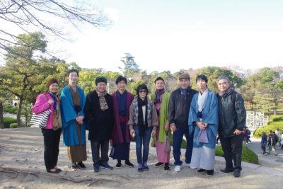 外国人観光客と集合写真